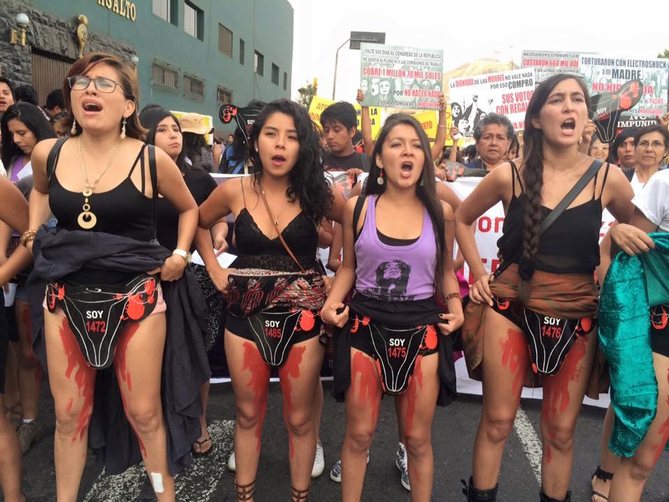 Mujeres protestan contra Fujimori